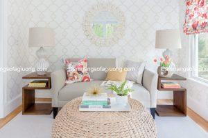 Ghế sofa phòng khách nhỏ là lựa chọn tối ưu giúp làm thoáng không gian, xua tan cảm giác oi bức ngày hè